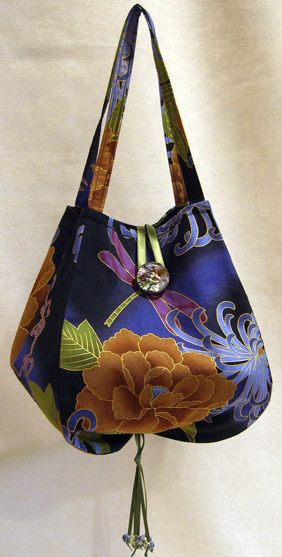 Free Patterns For Purses And Bags : Noriko Handbag with button closure and beaded tassel.