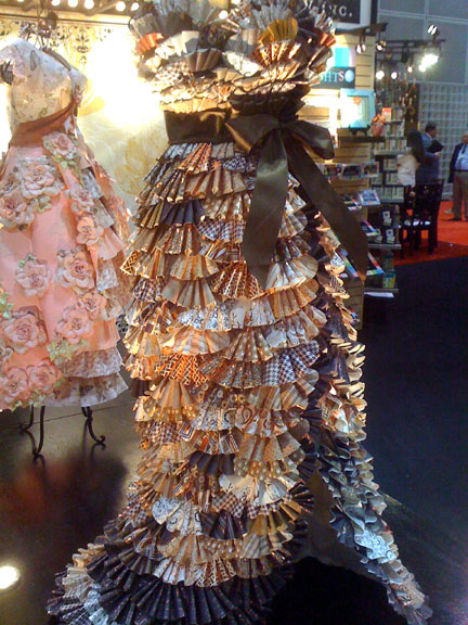 Lazy girl designs creative inspirations from paper dresses - Creatie dressing ...